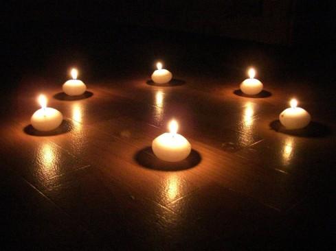 circulo velas blancas