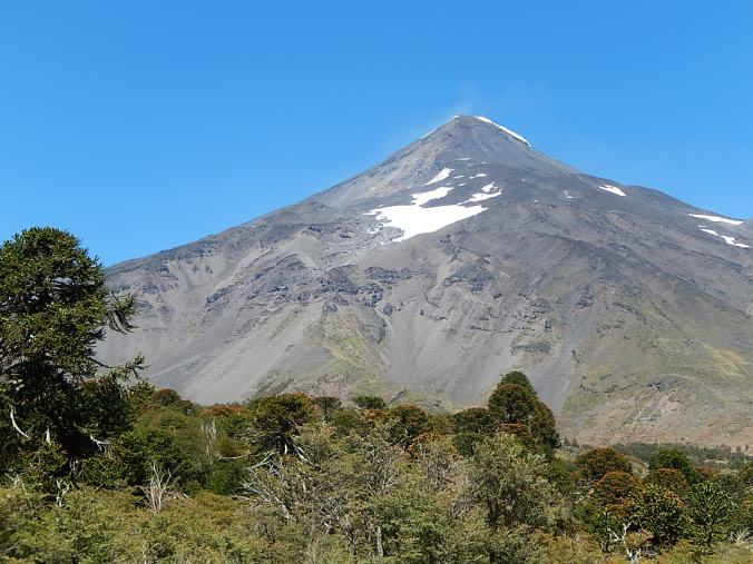 Volcán Lanín desde la aduana argentina